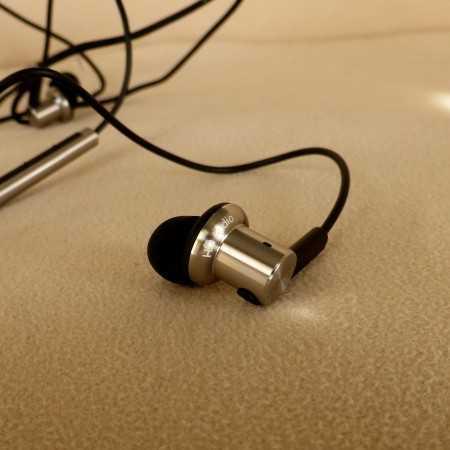 hybrid_earbud