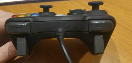 Gamepad GC-100XF vista frontal de lso gatillos